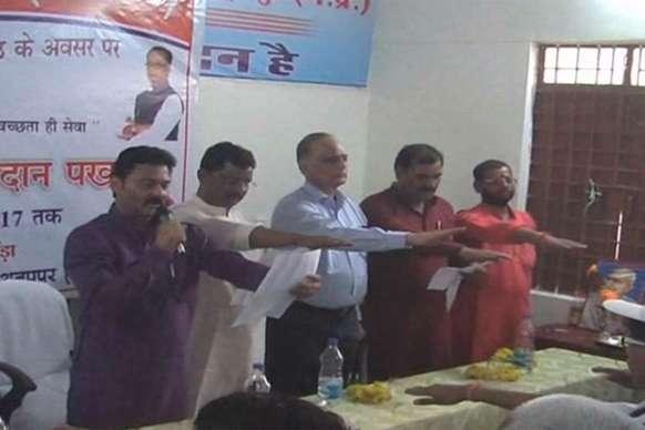 स्वच्छ भारत मिशन की तीसरी वर्षगांठ पर प्रभारी मंत्री ने दिलाया स्वच्छता का संकल्प