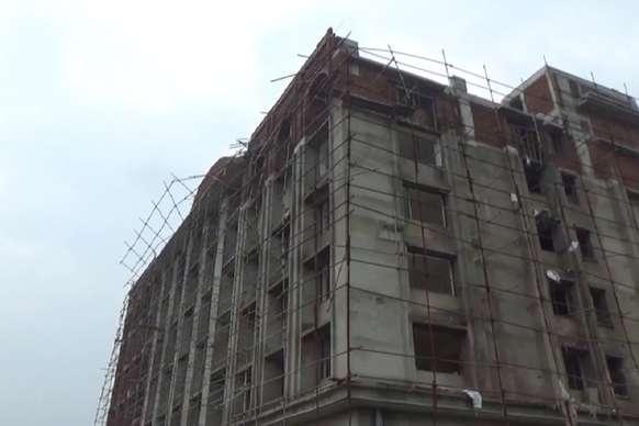 मॉल की सातवीं मंजिल से नीचे आ गिरा मजदूर, मौके पर हुई मौत