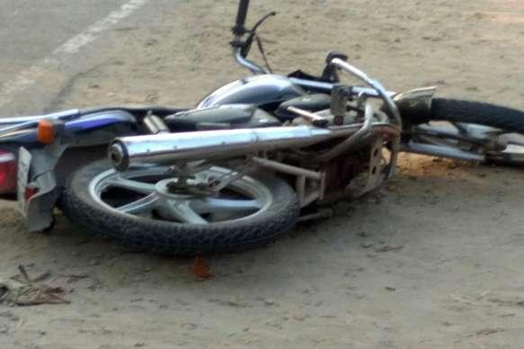 पूर्णियाः भीषण टक्कर में बाइक सवार एक युवक की मौत, दूसरे की हालत गंभीर