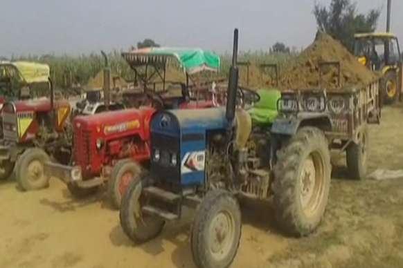 VIDEO: मिट्टी के अवैध खनन में आठ ट्रैक्टर सीज, तीन गिरफ्तार