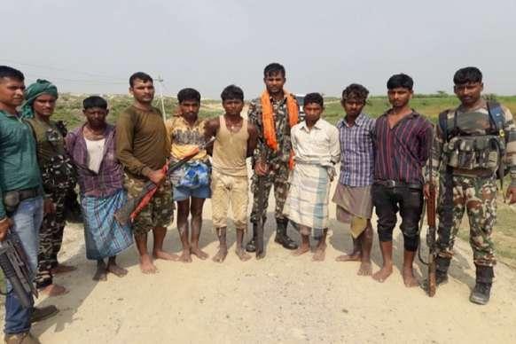 एसटीएफ से एनकाउंटर के बाद हथियार समेत पकड़े गये बिजली सदा गिरोह के गुर्गे
