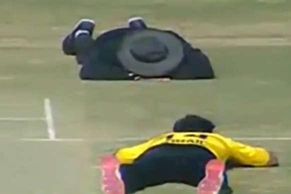 पाकिस्तान में मैच के दौरान हुआ ये अजीबोगरीब हमला