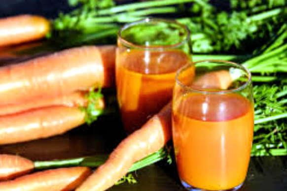 पूरे जाड़े रोज एक गिलास गाजर का जूस पिएं और चश्मे को कहें बाय-बाय