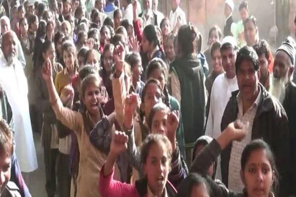 चूरू में स्कूली छात्राओं ने भाजपा के खिलाफ जमकर की नारेबाजी