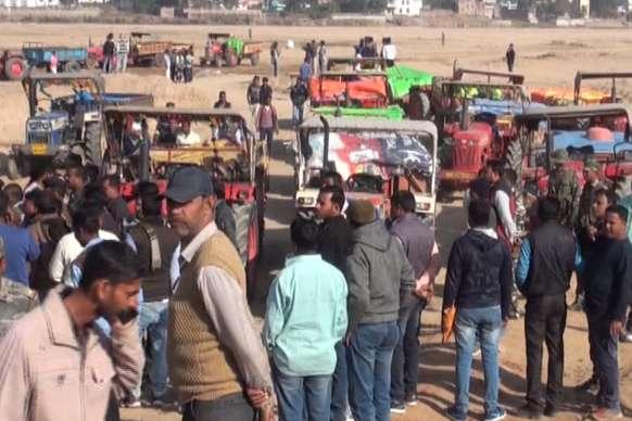 VIDEO : बालू माफियाओं के खिलाफ प्रशासन की कार्रवाई