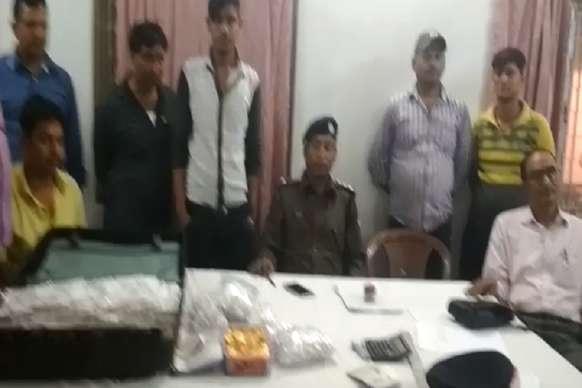 मुंबई मेल से 60 लाख मूल्य का सोना बरामद, दो युवक हिरासत में