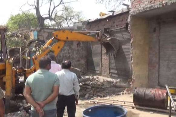 VIDEO : दिनभर चली जेसीबी, मकान-दुकान सब टूटे बारी-बारी