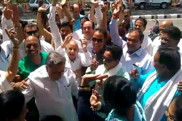 VIDEO: कमलनाथ के कांग्रेस प्रदेश अध्यक्ष पर कार्यकर्ताओं ने मनाया जश्न