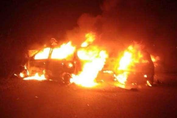 दो कारों में टक्कर के बाद लगी भीषण आग, चार लोगों की मौत