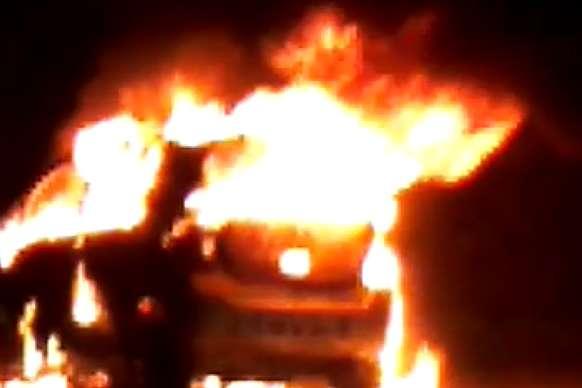 मैनपुरी: चंद मिनटों में जलकर खाक हुई चलती कार