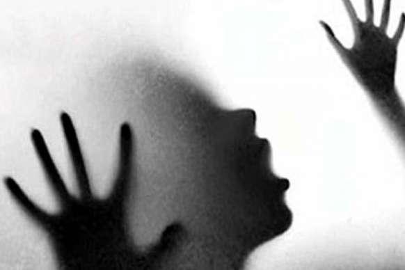 नकाबपोशों ने फेंका एसिड, छात्रा का चेहरा झुलसा