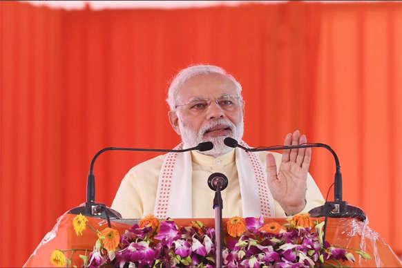 आजमगढ़ में PM ने की योगी की तारीफ, कहा-एक्सप्रेस-वे से बहेगी विकास की बयार