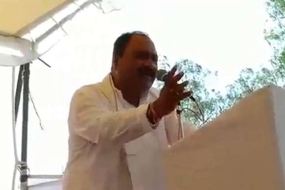 सिंधिया के खास नेता ने शिवराज की योजनाओं का किया गुणगान, VIDEO वायरल