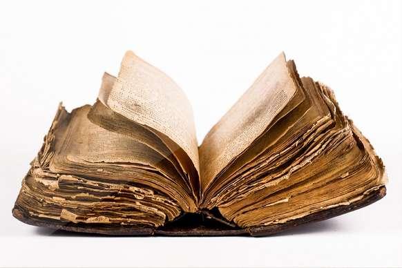 पीले क्यों पड़ जाते हैं पुरानी किताबों के पन्ने?