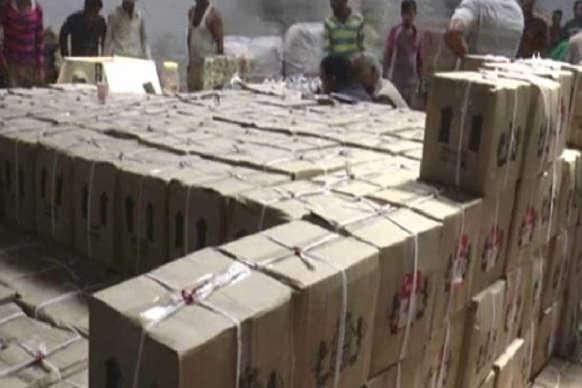 VIDEO: अवैध फैक्टरी में मिला नकली शराब का जखीरा, 16 गिरफ्तार