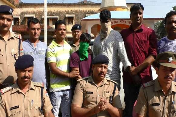 व्यापारी की कार से उड़ाये गये 6 लाख रुपये बरामद, तीन लुटेरों को पुलिस ने दबोचा