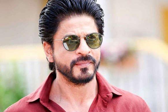 आमिर की फिल्म के बचाव में आए शाहरुख, कहा फिल्मों को लेकर हम 'सख्त' हो जाते हैं