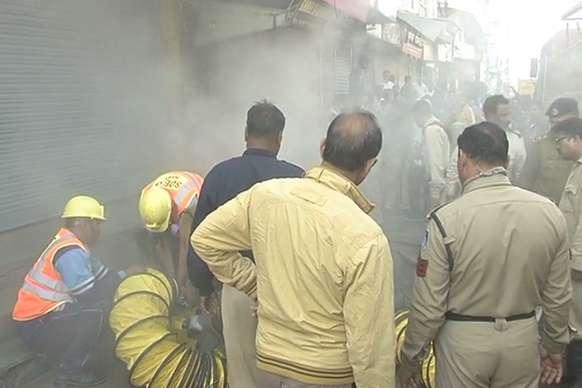 VIDEO: खजूरी बाजार इलाके में लगी भीषण आग, लाखों का नुकसान