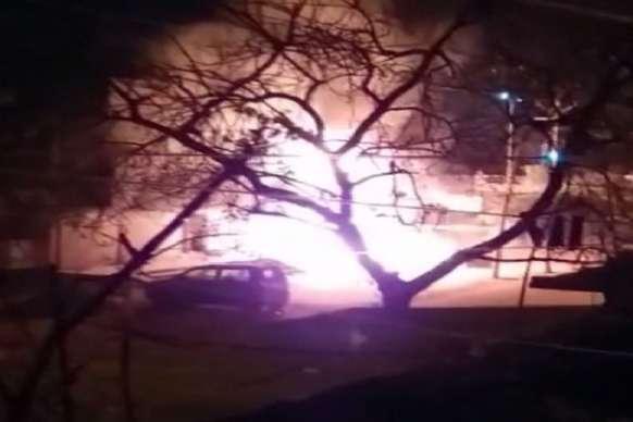 VIDEO: तीन दुकानों में लगी आग, लाखों का सामान जलकर खाक