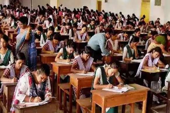 Bihar board 12th exam: वॉट्सऐप की मदद से नकल करता हुआ पकड़ा गया शिक्षक