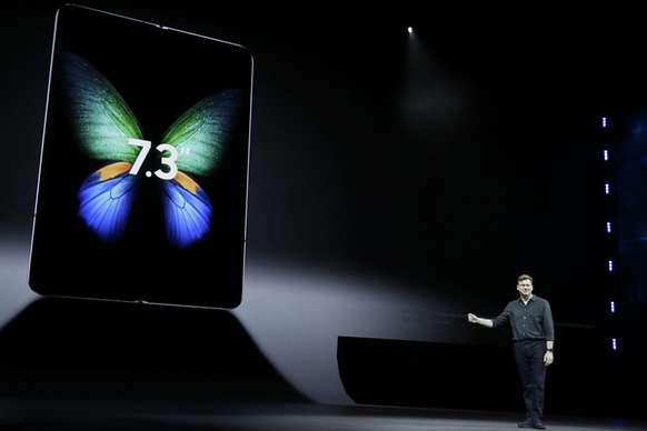 लॉन्च हुआ Samsung का फोल्डेबल स्मार्टफोन Galaxy Fold, जानें कीमत और फीचर्स