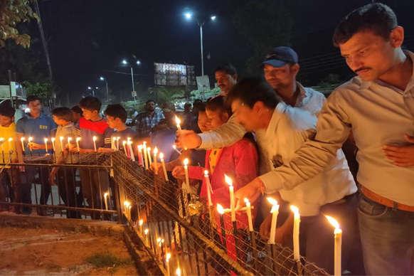 PHOTOS: पुलवामा हमले में शहीद हुए जवानों को सुकमा में दी गई श्रद्धांजलि