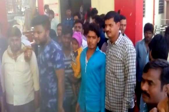 अस्पताल ने लड़की होने पर लिख दिया लकड़ा, माता-पिता भटक रहे 50 हजार रुपए के लिए
