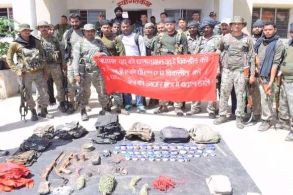 पलामू में नक्सली ठिकानों पर पुलिस की छापेमारी, हथियारों का जखीरा बरामद