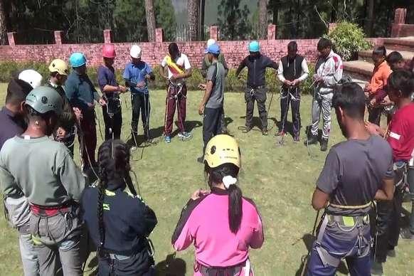 PHOTOS : नेहरू पर्वतारोहण संस्थान में साहसिक खेल स्पोर्ट्स क्लाइम्बिंग का बढ़ा क्रेज