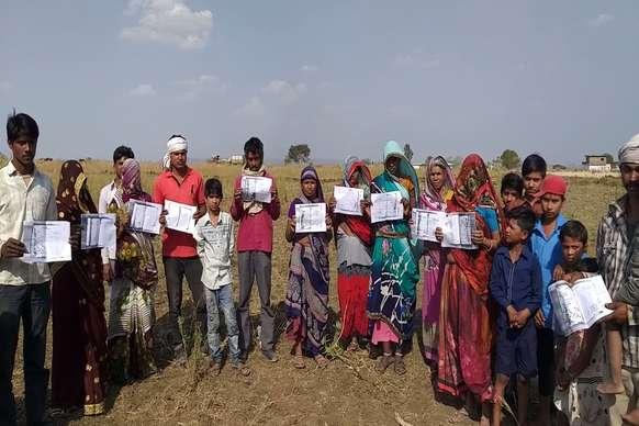 आदिवासियों से उनकी जमीन छीन रही है कमलनाथ सरकार, नाराज ग्रामीण बोले- कर लेगें खुदकुशी