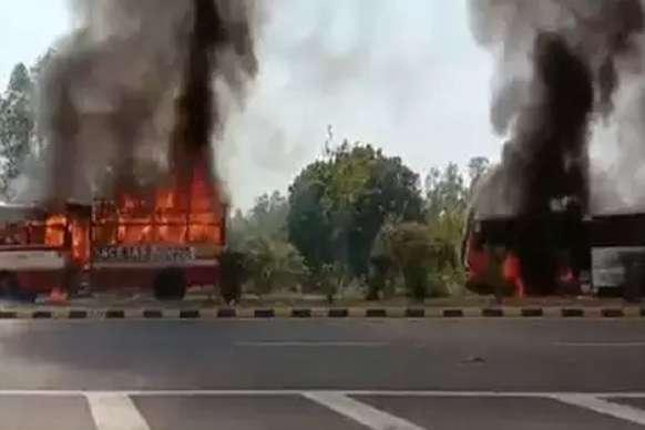 अयोध्या: लखनऊ-फैजाबाद नेशनल हाईवे पर 2 बसों में भीड़ ने लगाई आग