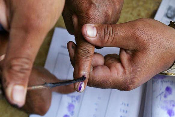 लोकसभा चुनाव 2019: 662 केंद्रों के लिए मतदान दल रवाना, 81 संवेदनशील केंद्र पर रहेगी खास नजर