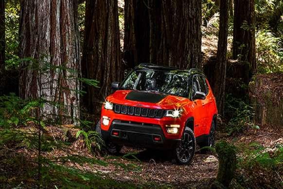 भारत में लॉन्च से पहले Jeep Compass Trailhawk का टीजर जारी