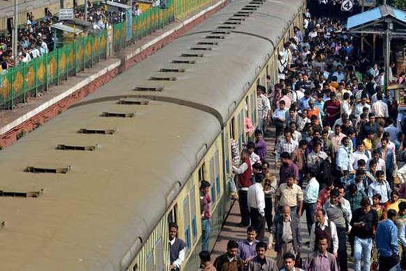 हटिया-पुणे एक्सप्रेस के 7 घंटे देर से खुलने पर यात्रियों ने किया हंगामा