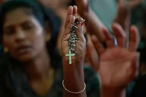 धर्म परिवर्तन किया तो पंचायत ने सुनाया हुक्का-पानी बंद करने का फरमान