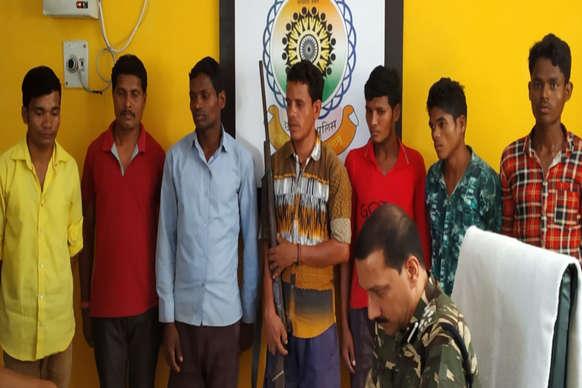 छत्तीसगढ़: बीजापुर में सात,सुकमा में दो नक्सलियों ने किया सरेंडर
