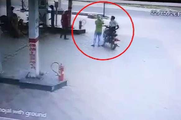 दिनदहाड़े पेट्रोल पंप पर लूट, गुंडई CCTV में कैद