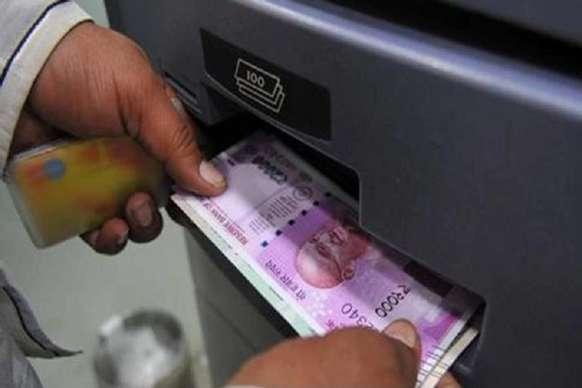 एटीएम भरने वाले कर्मचारियों ने बैंक को लगाया चूना