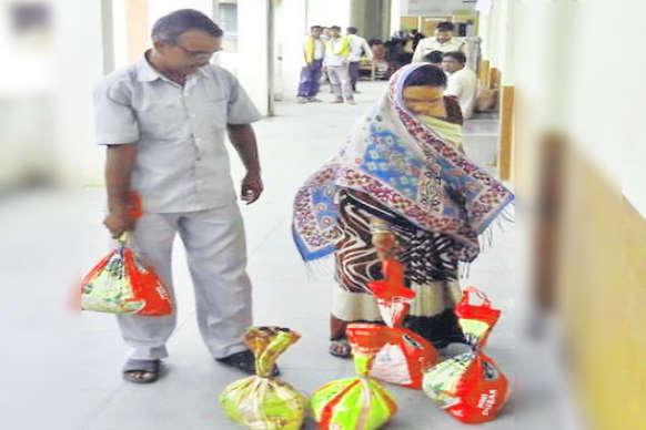 पत्नी के भरण-पोषण के लिए 100 किलो सिक्के लेकर कोर्ट आया पति