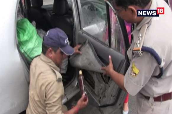 कार से 146 बोतल अवैध शराब बरामद, दो गिरफ्तार