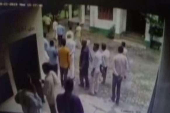 गन्ना सचिव का आरोप- बीजेपी विधायक ने मारा थप्पड़, FIR दर्ज