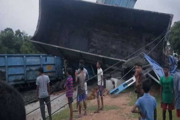 जामताड़ा में मालगाड़ी के 7 डिब्बे पटरी से उतरे