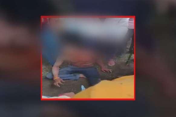 महिला से छेड़खानी करता पकड़ाया युवक, ग्रामीणों ने जमकर पीटा