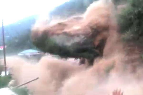 VIDEO: देखिए, कैसे शिमला में हाईवे पर आ गिरा पहाड़...