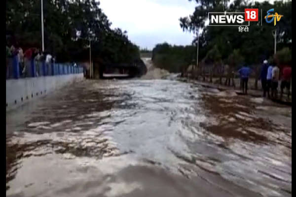 नीतीश के उद्घाटन करने से पहले ही टूट गया बांध, शहर में घुसा पानी