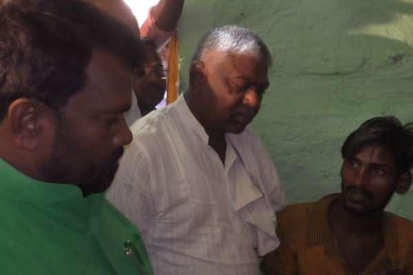 अनाज के अभाव में रिक्शा चालक की मौत!, राजनीतिक रंग ले रहा मामला