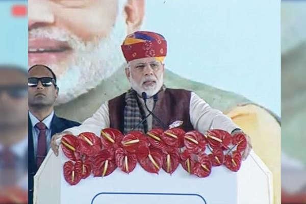 बाड़मेर रिफाइनरी: मोदी ने की वसुंधरा की तारीफ, कांग्रेस को जमकर कोसा
