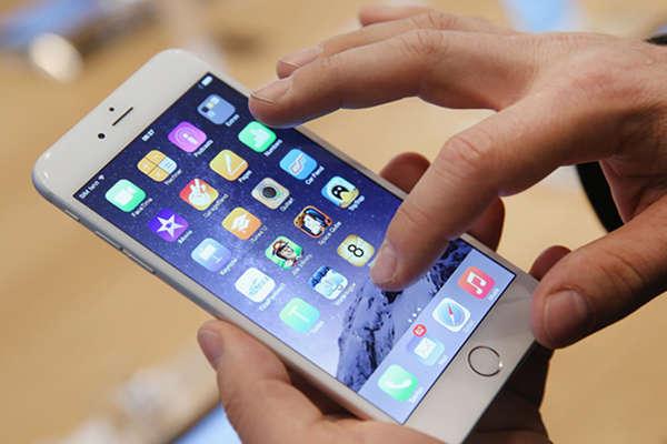 मोबाइल की ऐसी लत...पति छूटा, नौकरी गई और लाखों के कर्ज तले दबी