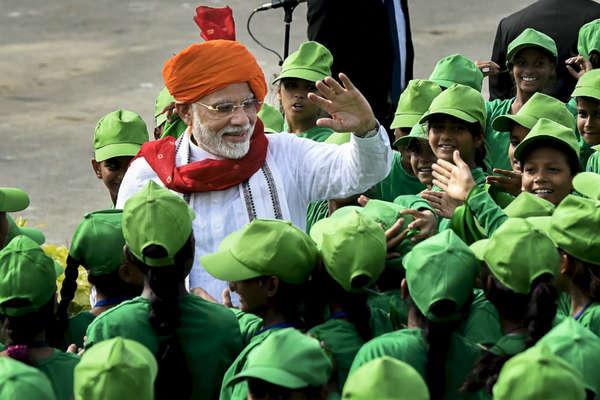 ANALYSIS: जश्न-ए-आज़ादी पर PM मोदी ने लाल किले से बिछाई लोकसभा चुनाव की बिसात!