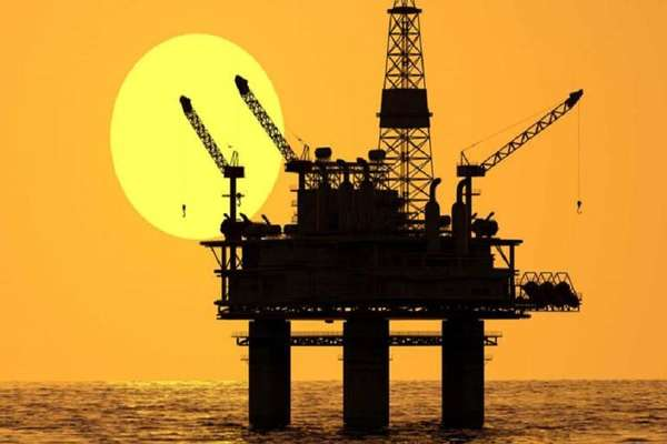 ईरान से अपनी शर्तों पर तेल खरीदेगा भारत, रुपये में करेगा पेमेंट: रिपोर्ट